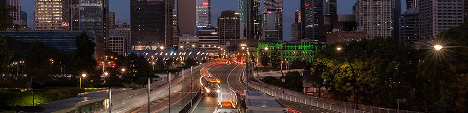 Busses crossing the Victoria Street Bridge in Brisbane at night