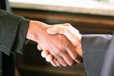 Intergrity in government handshake. Image: wikimedia commons